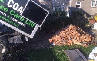 welcome to the wood yard, order your logs now, seasoned logs, logs, firewood, firewood logs, seasoned firewood logs, seasoned firewood, seasoned hardwood, seasoned mixed logs, seasoned softwood logs, log yard, log pile, log store, loading firewood, loading logs