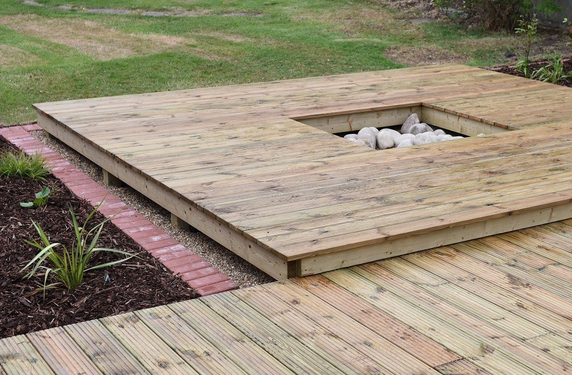Weymouth tree surgeon, Timber decking specialists in Weymouth, timber decking, Weymouth, garden decking, wooden decking, wooden deck, feature planting, timber decking