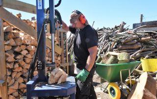 how to season firewood logs, tree waste, firewood, logs, Weymouth firewood, firewood Weymouth, logs Weymouth, Weymouth logs, seasoned logs Weymouth, seasoned firewood Weymouth