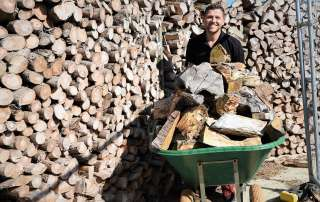 welcome to the wood yard, seasoned logs, logs, firewood, firewood logs, seasoned firewood logs, seasoned firewood, seasoned hardwood, seasoned mixed logs, seasoned softwood logs, log yard, log pile, log store, loading firewood, loading logs