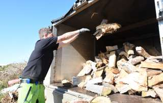 welcome to the wood yardseasoned logs, logs, firewood, firewood logs, seasoned firewood logs, seasoned firewood, seasoned hardwood, seasoned mixed logs, seasoned softwood logs, log yard, log pile, log store, loading firewood, loading logs