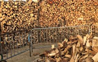 welcome to the wood yard, seasoned logs, logs, firewood, firewood logs, seasoned firewood logs, seasoned firewood, seasoned hardwood, seasoned mixed logs, seasoned softwood logs, log yard, log pile, log store